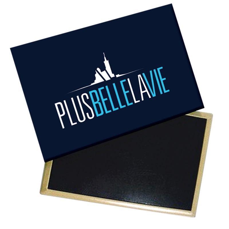 Magnet Plus Belle La Vie Logo Bleusur Fond Marine