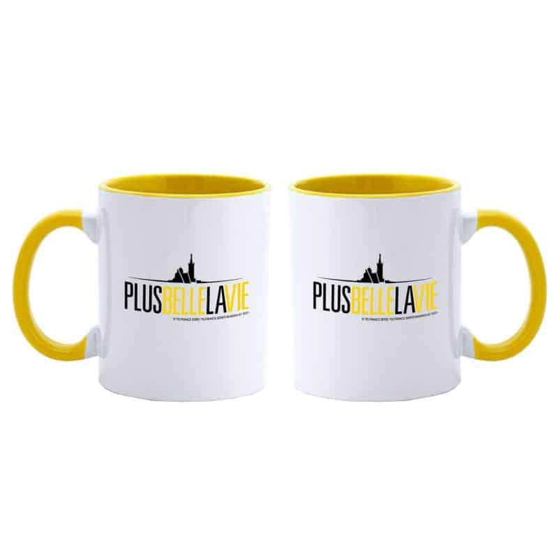Mug Bicolore Plus Belle La Vie BLANC JAUNE Logo Jaune